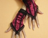 Burlesque Fingerloop Gloves, Short Crimson Armwarmers Organza Lace, Black Hand Covers, Pin Up, Gothic, Fingerless,Neovictorian