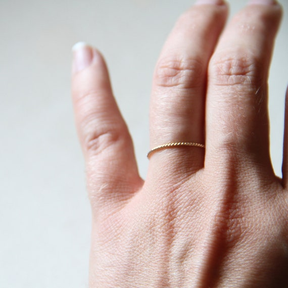 One Rope Thread of Gold Ring - Tiny Twist Textured Stacking Ring - Delicate Jewelry - Memory Ring