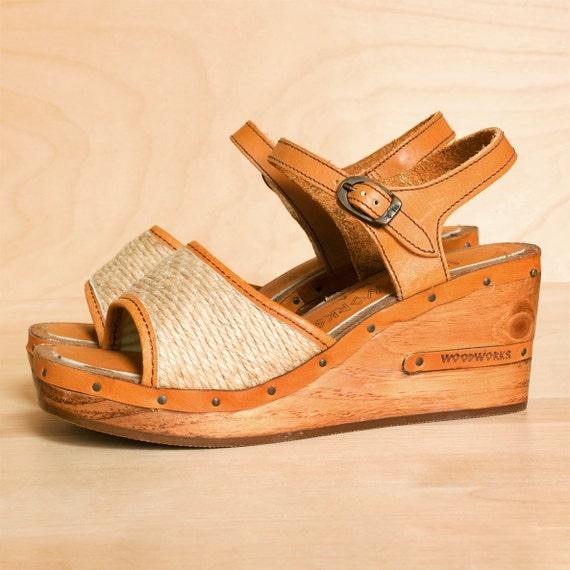Vintage 1970s platforms 7. Tan leather & wood platform wedges / platforms shoes size 7. Made in the USA.