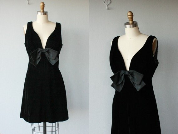 SALE / 60s cocktail dress / 1960s party dress / little black dress / empire waist velvet dress / vintage 60s - size medium