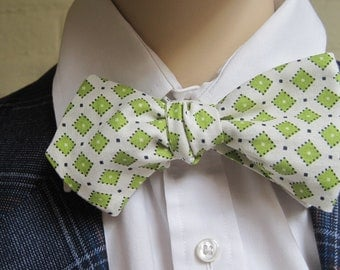 Classic Batwing Green Diamond Bow Tie
