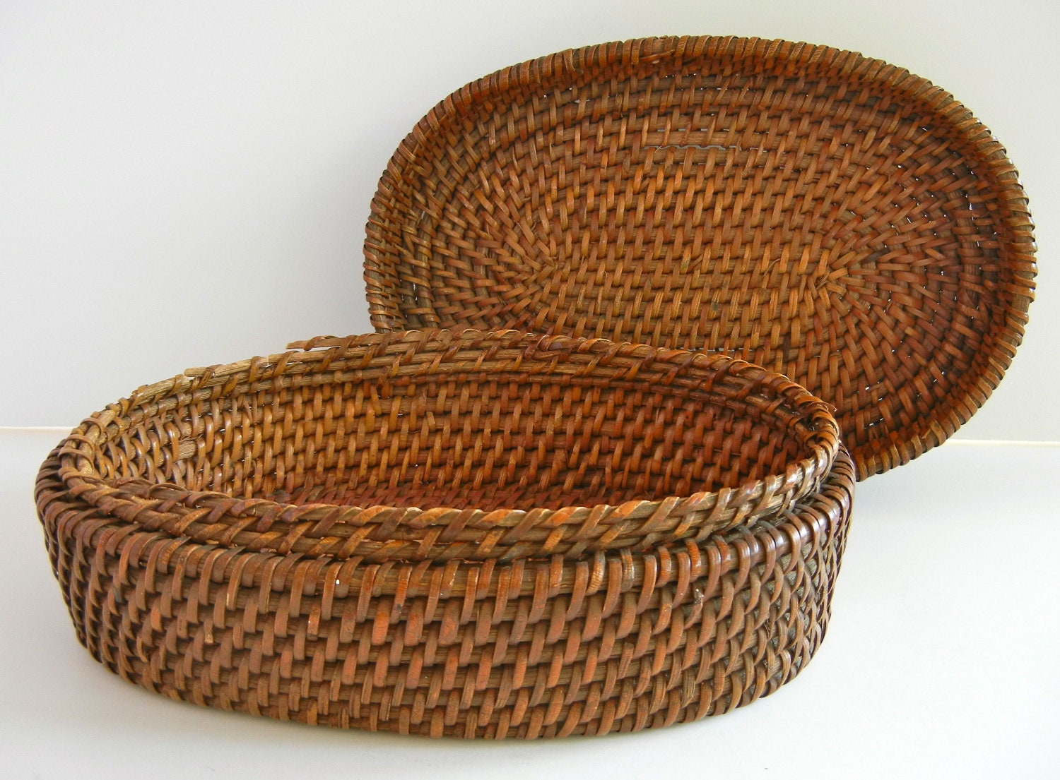 Old Handmade Baskets : Vintage handmade oval woven basket with lid