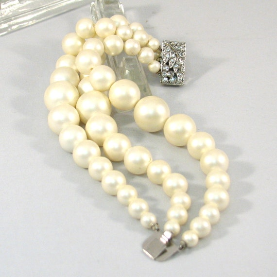 Fun and Funky Large Faux Pearl Bead Vintage Bracelet