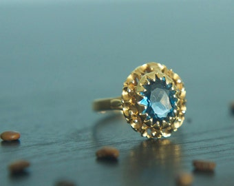 Vintage 18k gold deep aquamarine cocktail ring