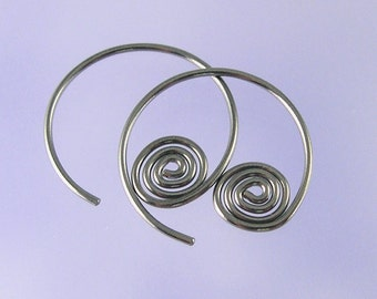 KISS1: Spiral open hoop niobium earrings