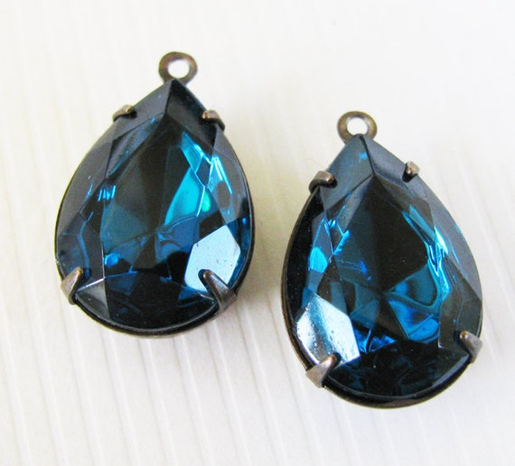 Vintage Rhinestones Blue Zircon Pears - Glass Stones - Foil Back Vintage Jewels - Hand Antiqued Brass Settings - 18x13mm