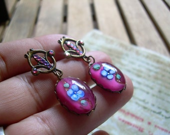 Gorgeous pair of Rhinestone and Glass Victorian style earrings absolutely lovely set in Brass tone metal
