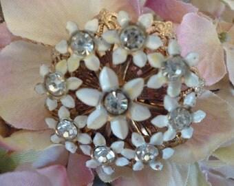 Beautiful Vintage Floral Brooch With Rhinestones Gold Filigree Daisies