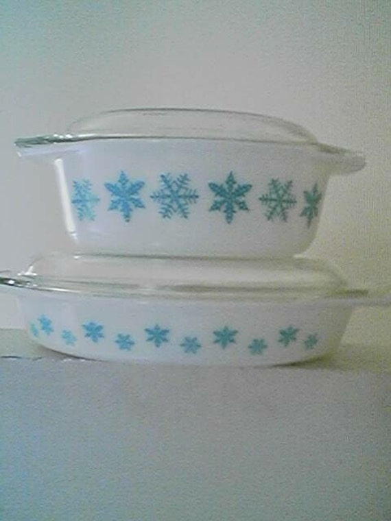Set of 2 Mid Century Pyrex Snowflake Pattern Ovenware with Lids