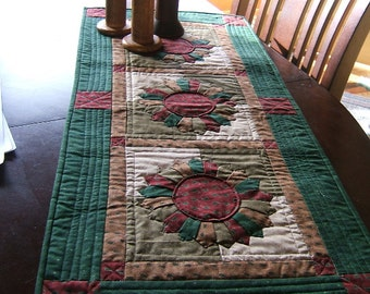 Dresden Plate Table Runner or Wall Hanging (Item # 52)
