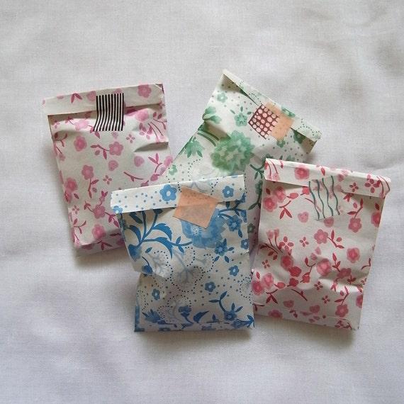 S size 6cmX9.5cm Set 50 vintage flower 4 pattern mini candy recycle paper bag