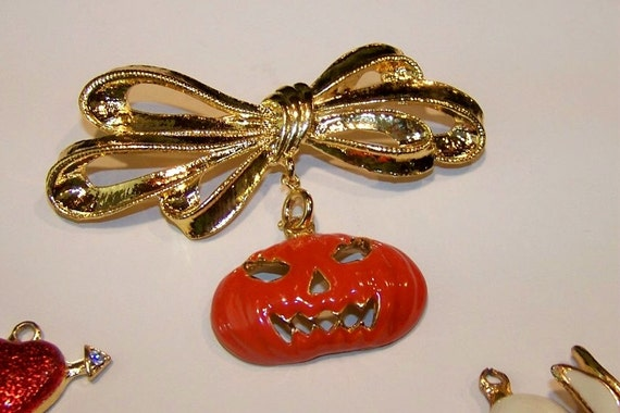 Vintage Goldtone Bow Brooch with 6 Charms for the Holidays