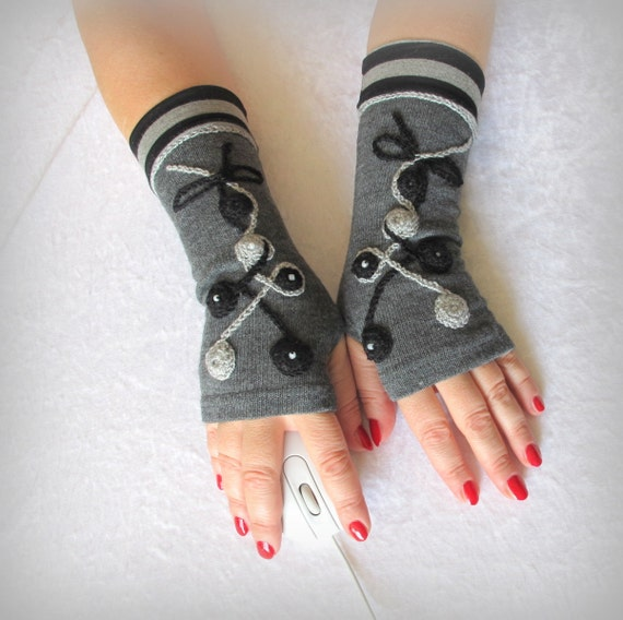 Fingerless  gloves  gray  with embroidery