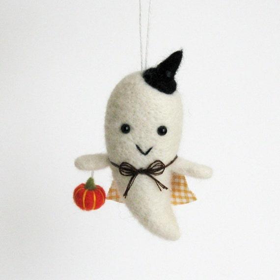 Halloween ornament : Fuzz boo ghost - orange pumpkin and orange plaid cape