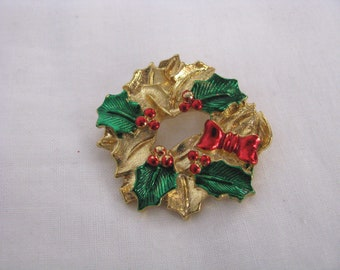 Gerrys gold tone holiday wreath brooch pin with red & green accents. Vintage brooch.  Vintage pin