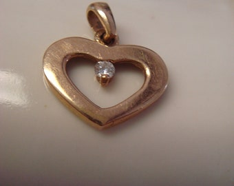 vintage 1970's 14K gold  small pendant with small diamond