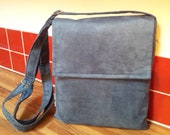 Reduced by 25%. Messenger bag with extra long adjustable strap in blue faux suede with colourful lining.