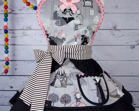 The Ghastlies Witches French Circus Apron With Dracula - in stock