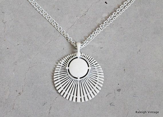 Vintage 1960s Necklace : 60s White MOD Pendant Necklace