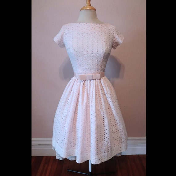 Vintage 50s Dress White Cotton Eyelet on Pink Bow Topped Belt 1950s Day Dress S