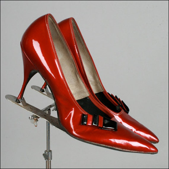 Vintage 1950s Red Patent Leather Shoe . Size 12 . 2488