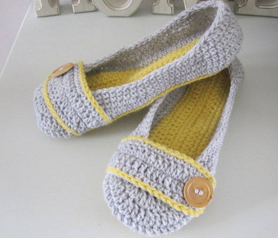 womens crochet house slippers MADE TO ORDER :)