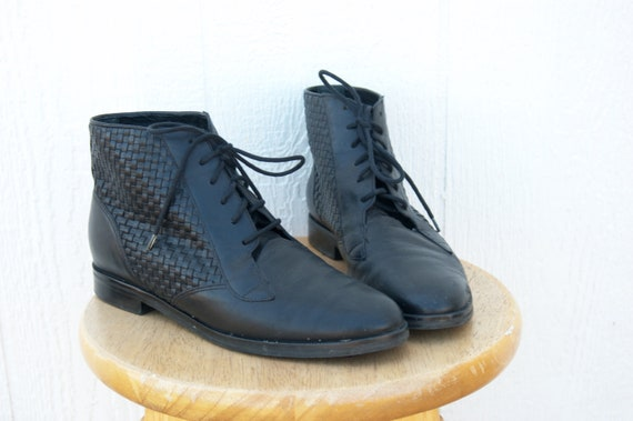 Black Leather Woven Ankle Boots sz. 9