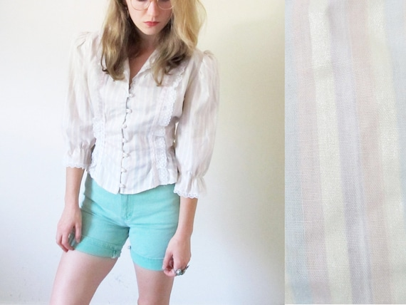 SALE // vintage 1970s blouse // pastel striped // romantic ruffle and lace // pearl button // size small s // medium m