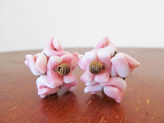 vintage 1950s Earrings // Pink Bead Cluster // Star Flower // Clip Ons