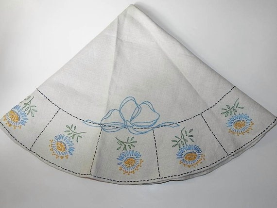 Vintage 30s 40s Round Linen Hand Embroidered Table Cloth -on sale