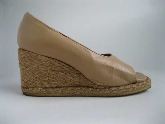 Vintage 1970s Neutral Wedge Shoes - Leather Nautical Summer Fashions Size 7