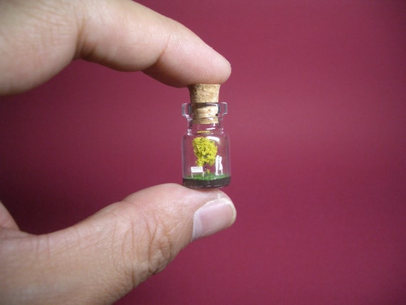 Tiny yellow tree and a couple in a tiny bottle ver.3
