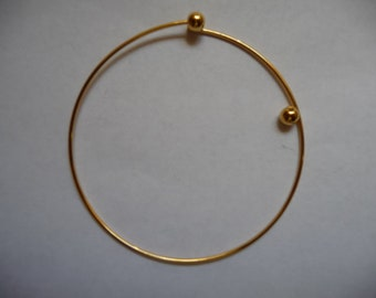 Bracelet, beading bangle, gold-plated brass, 73mm round with 2 screw-on beads, Pkg Of 1