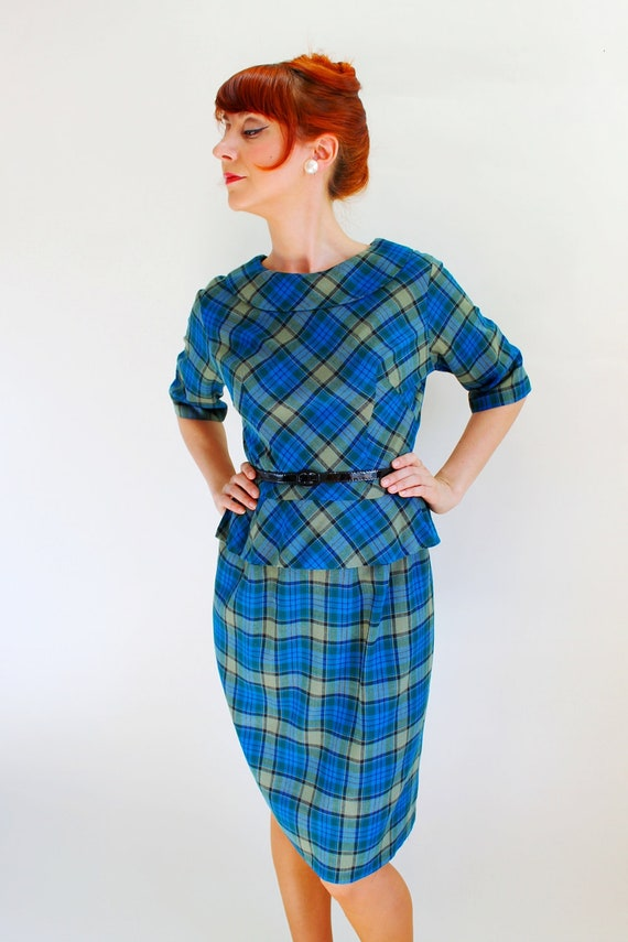 40% Off Sale - 1950s Royal Blue Green Plaid Wiggle Dress. Mad Men Fashion. Office. Secretary. Cocktail Dress. Fall Fashion. Size Medium