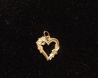 Estate Jewelry  14KT. Gold Heart w/ Flowers Ladies Pendant