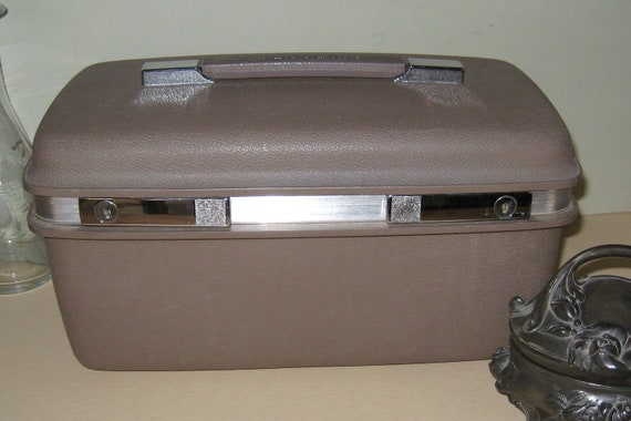 Nice Vintage Samsonite Hard Shell Train Case with Key