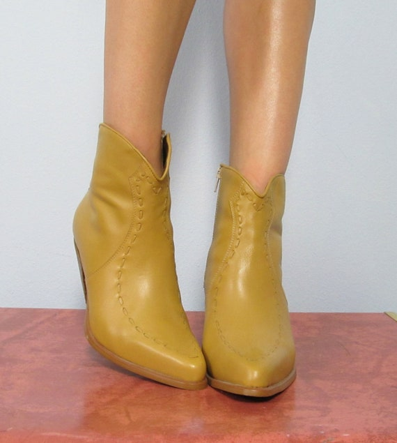 Vintage Blonde Leather DURANGO Heeled Ankle Boots /// Size 7 1/2