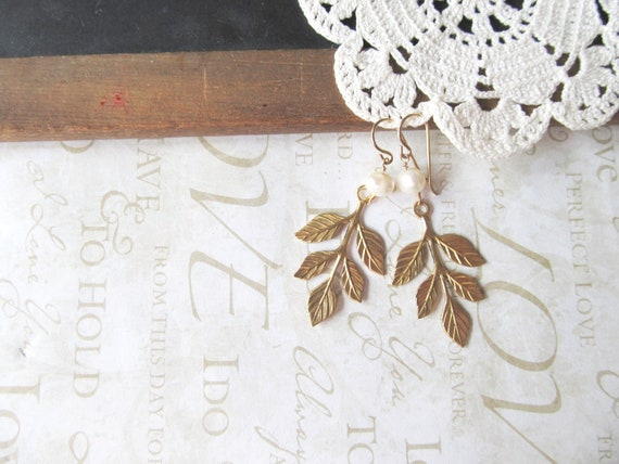 WOODLAND romatic branch earrings with freshwater pearl accent (gold)