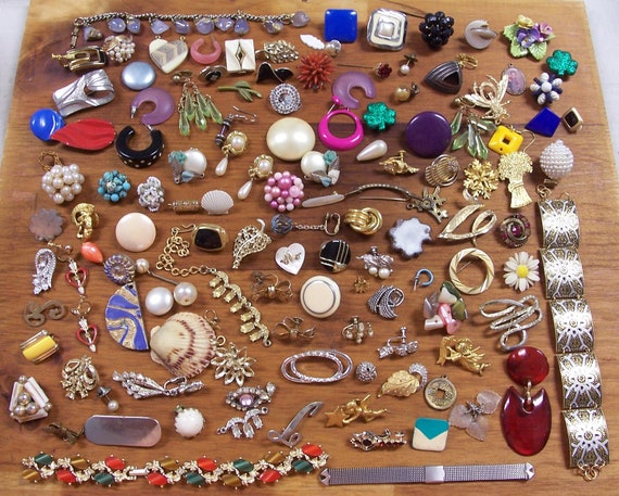 VINTAGE Antique Modern JEWELRY For Parts or Repair HuGE Lot 125 Pieces Pins Earrings Coro Trifari Vintage Jewelry Destash  (L91)