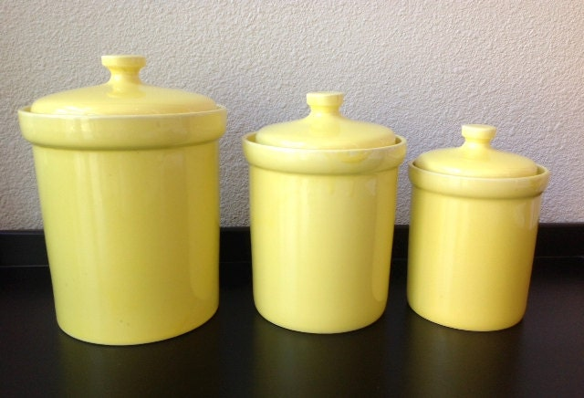Vintage set of 3 yellow ceramic kitchen canister set for Kitchen set yellow