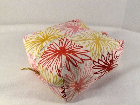 50% off //Flower cosmetic and travel bag zipper pouch
