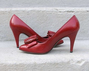 Vintage 1980s High Heels Stuart Weitzman Cranberry Red  Pumps Shoes / U.S. 6 to 6.5 N