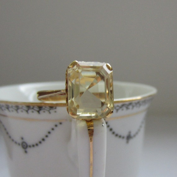Vintage Citrine Ring. Yellow Citrine in Yellow Gold. Addy on Etsy.