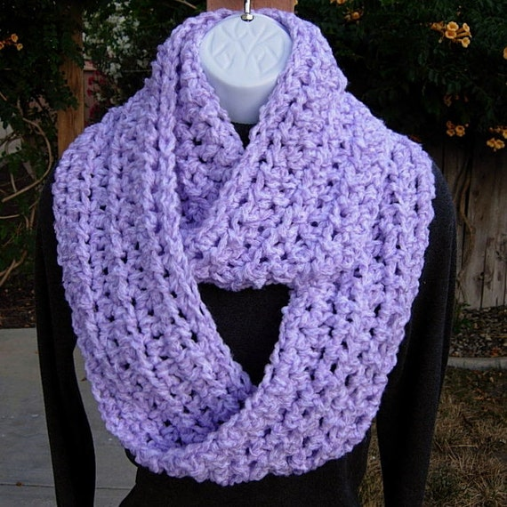 INFINITY LOOP SCARF..Light Lavender Purple & White..Super-Soft Bulky Winter Crochet Knit Circle Cowl..Neck Warmer..Ready to Ship in 3 Days