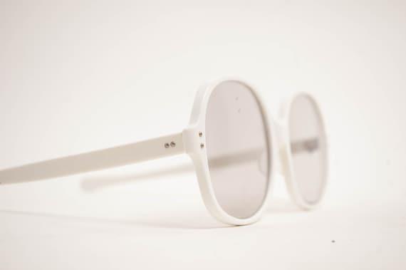 Vintage 1970s Sunglasses - 70s MOD Sunglasses - Oversized White