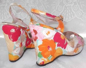 Vintage 1960s 1970s Shoes Platforms Peep Toes Sandals Flowers Floral Fabric Hippie Size 7 M