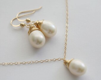 Wire Wrapped Pearls necklace and Earrings set,Mothers gift,birthday gift, anniversary,bridesmaid gifts,Gold or Silver