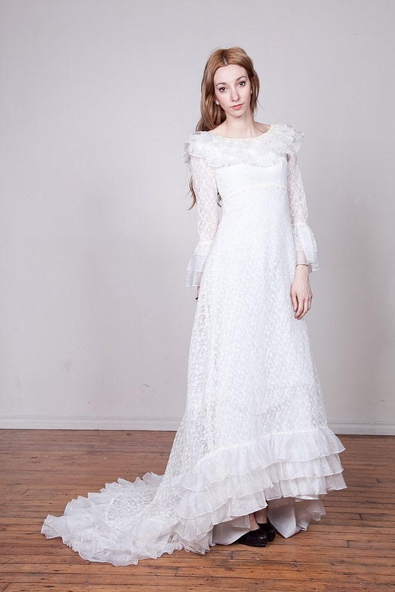 SALE 70s Lace Wedding Gown with Train XS-S