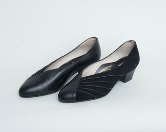 Size 6 or 6.5 Black Suede Leather low Heels NOS vintage Shoes