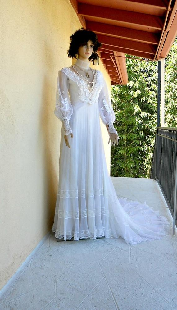 Small 1970s Wedding Dress - Victorian Style Wedding Gown - Wedding Dress - Vintage Wedding Dress - Lace Bridal Gown - Long Train XS - Retro